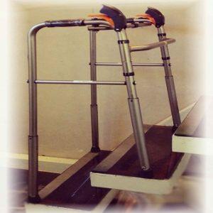 نمونه ای از واکر تاشو قابل تنظیم پله رو