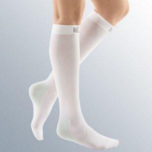نمونه ای از جوراب آنتی ترومبوز MEDI آلمانی تا زیر زانو AD